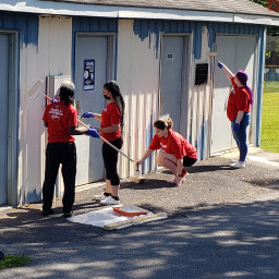 GIANT Foods volunteers painting a building at Randolph Park